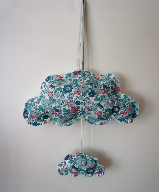 Nuage musical chambre enfant chic mercredi liberty betsy mint