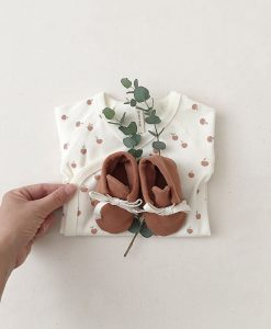 chaussons-naissance-rust-quincy-mae